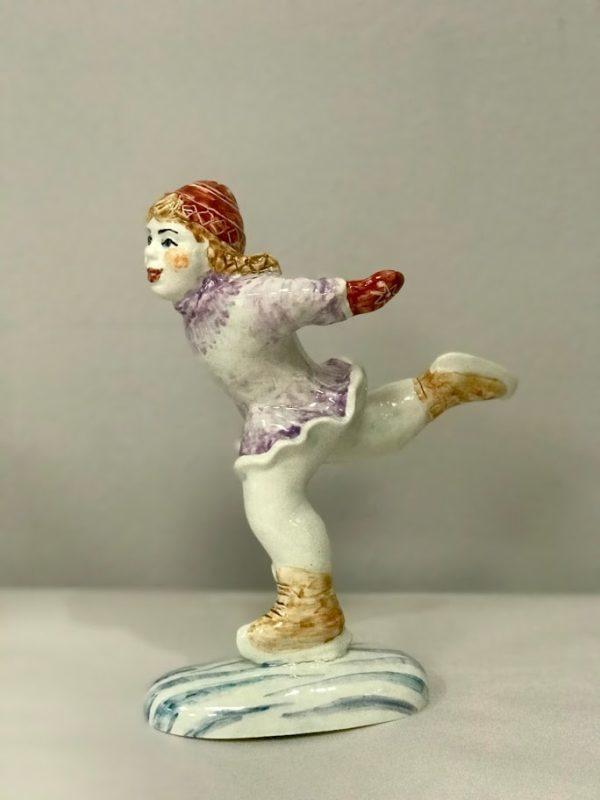 statuetka-figuristka-avtorskaya-rabota-hudozhestvennaya-keramika