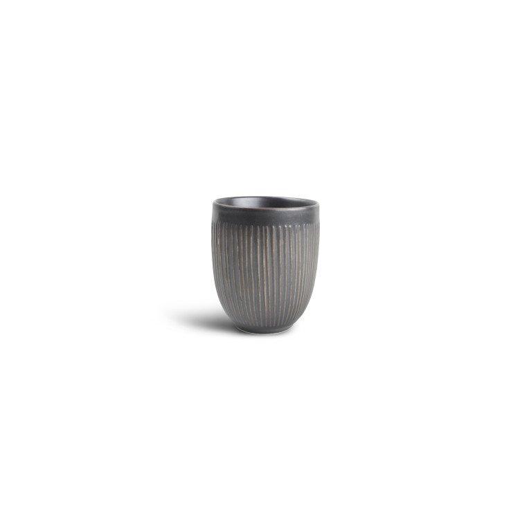 чашка серого цвета с тонкими линиями по борту без ручки 350 мл