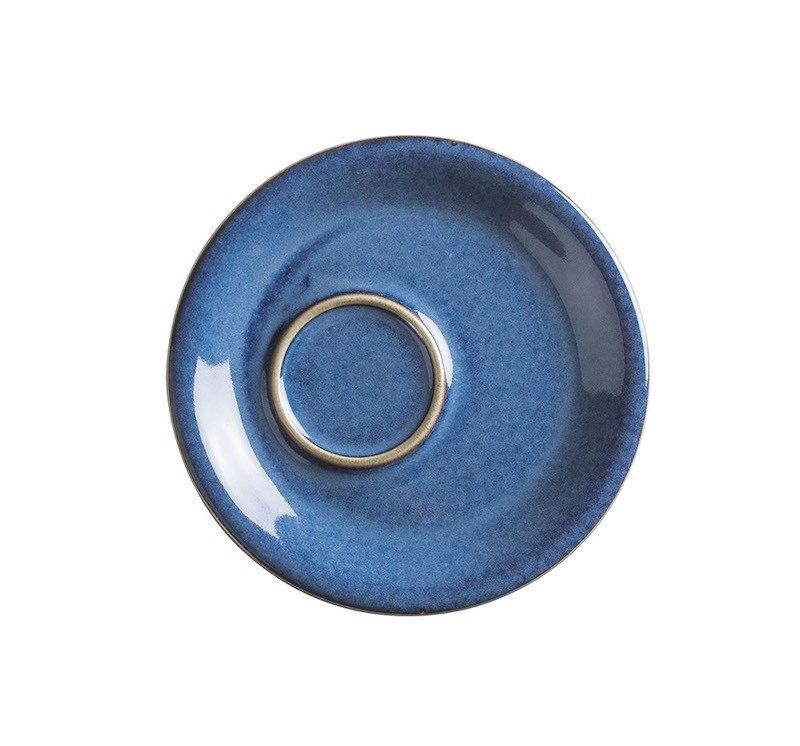 блюдце синего цвета со смещенным центром с коричневым бортом