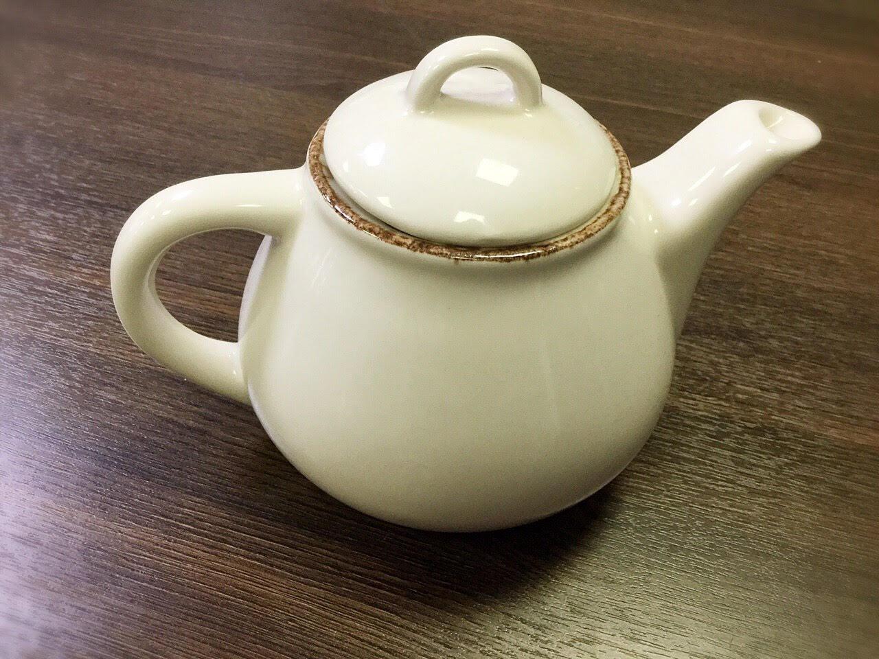 чайник 600 мл белого цвета с ручкой, носиком, крышкой