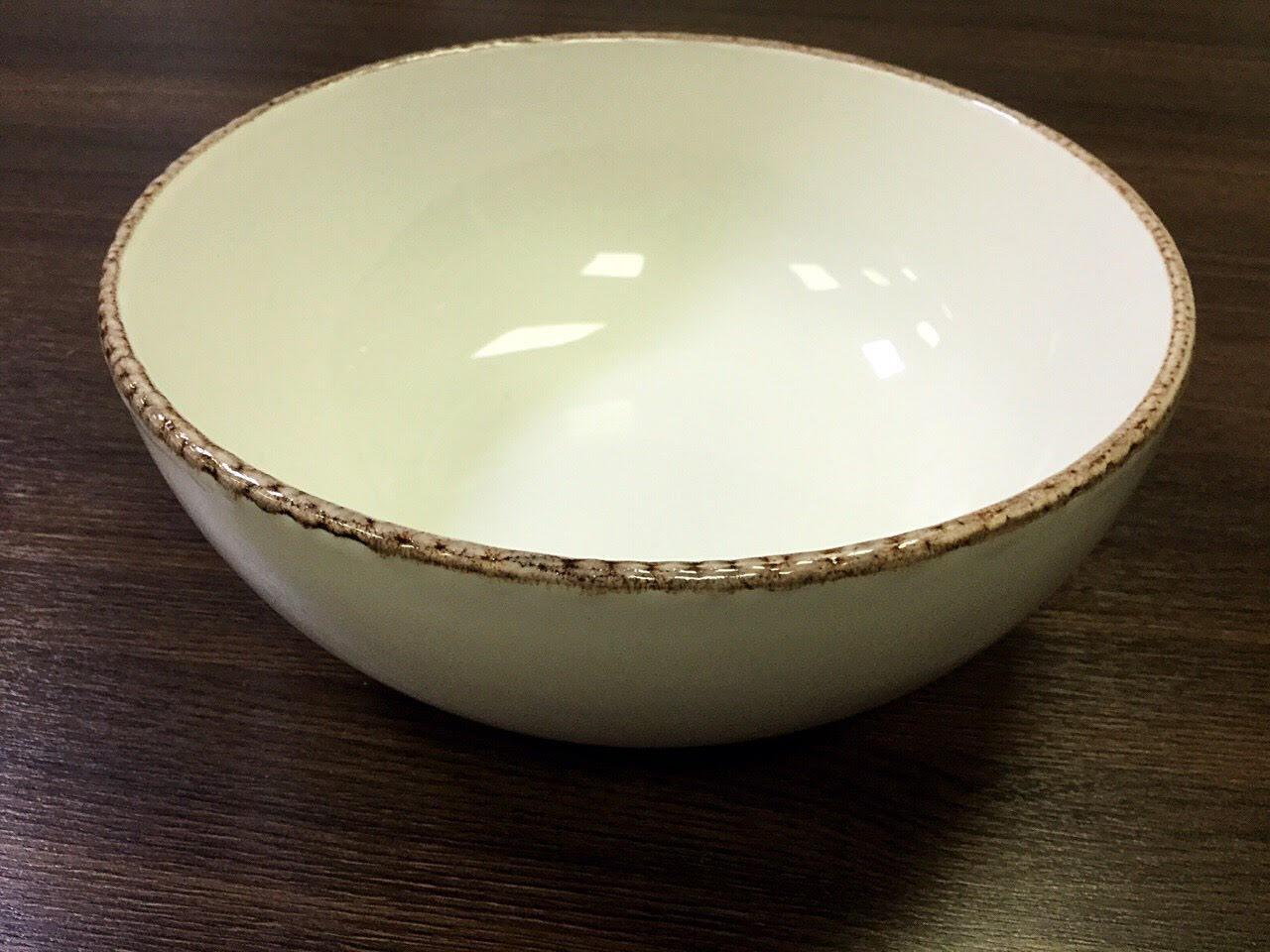 салатник керамический белый с коричневой окантовкой по борту