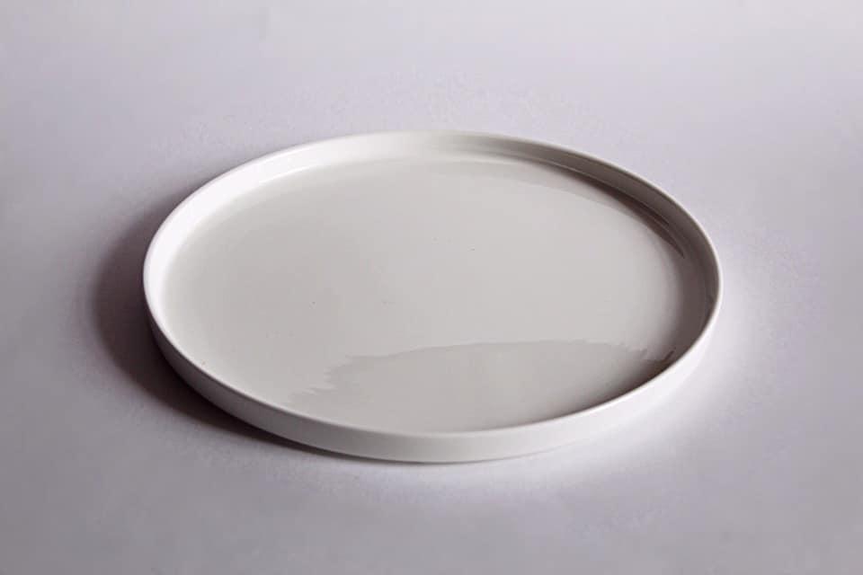 тарелка с прямым бортом